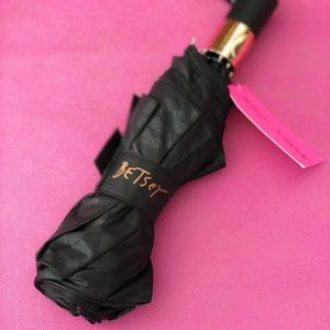 Betsey Johnson Accessories - Betsey Johnson Black Lips Umbrella ☔️